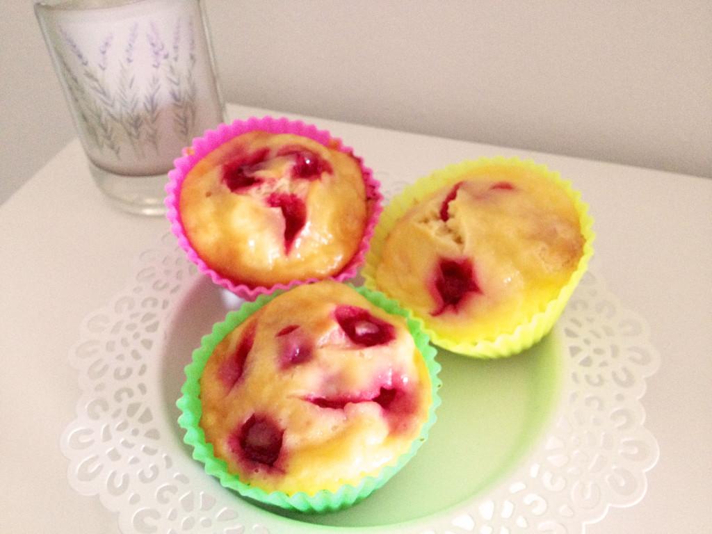 Johannisbeer-Muffins mit Rahmguss